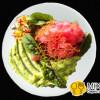 Тартар из розового тунца и соусом из авокадо Sorrento